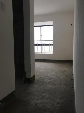 东湖国际花园 3房 120m² 高新区  77万元