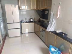 单价1万方的豪华装修 汇悦城的翠林苑 大3房 不靠路