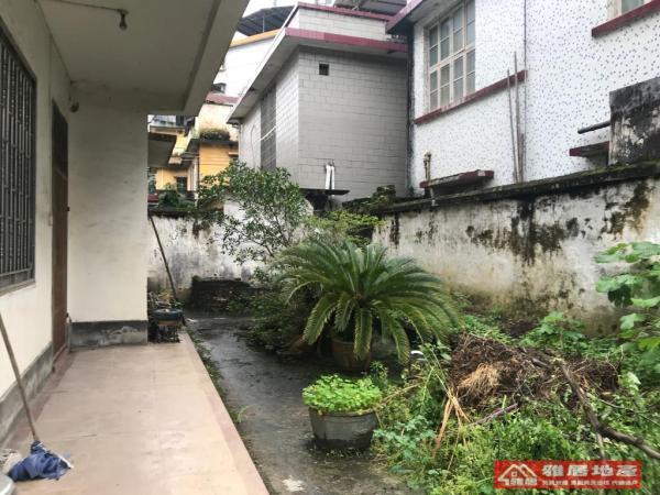 138万元 东南 乐昌 380m² 市区-别墅 8房 精装 ,超低价格快出手