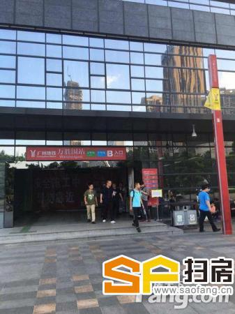 万胜围地铁站B出口,租1.2万,3万入场费,位置地铁出口,