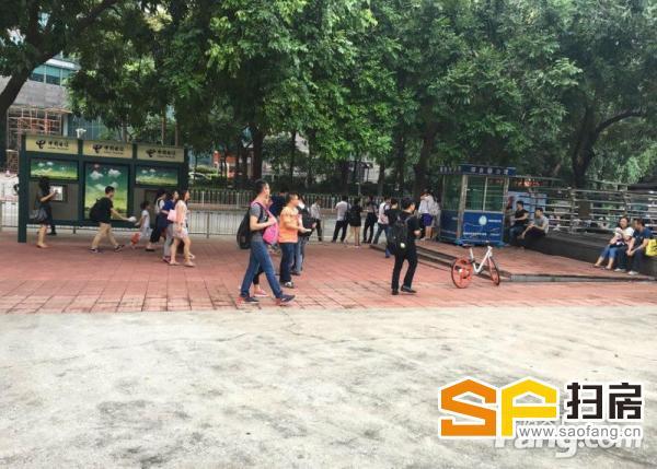 天河北 华南师范大学地铁E出口 商业街卖场