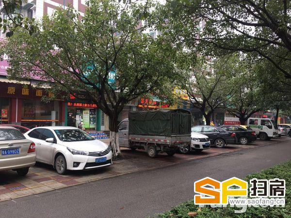 隆重:区政府旁边文化广场3步行,带租约出售7000元
