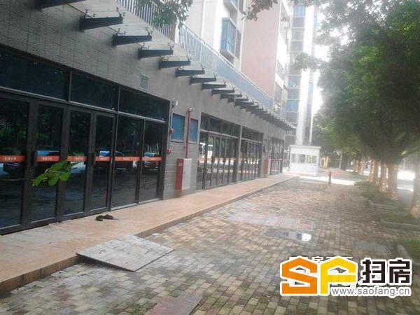 业主急售 距离黄埔地王非常近 一楼临街铺位 独立产权 欢迎来电