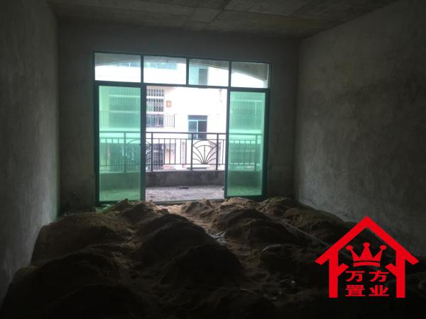 131m² 台山 42万元 毛坯 南北 龙山花园 3房 ,现在出售! 扫房网
