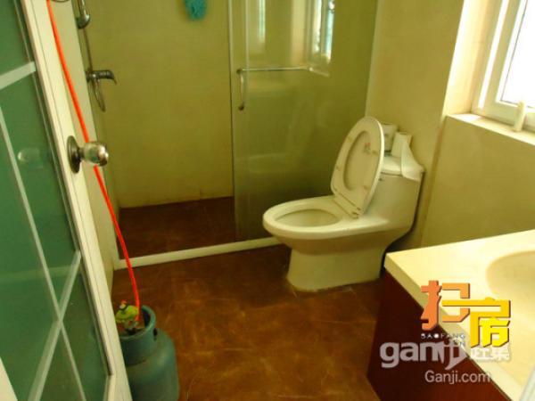 东筑划算一房,带有空调,热水器,床只要1000元/月